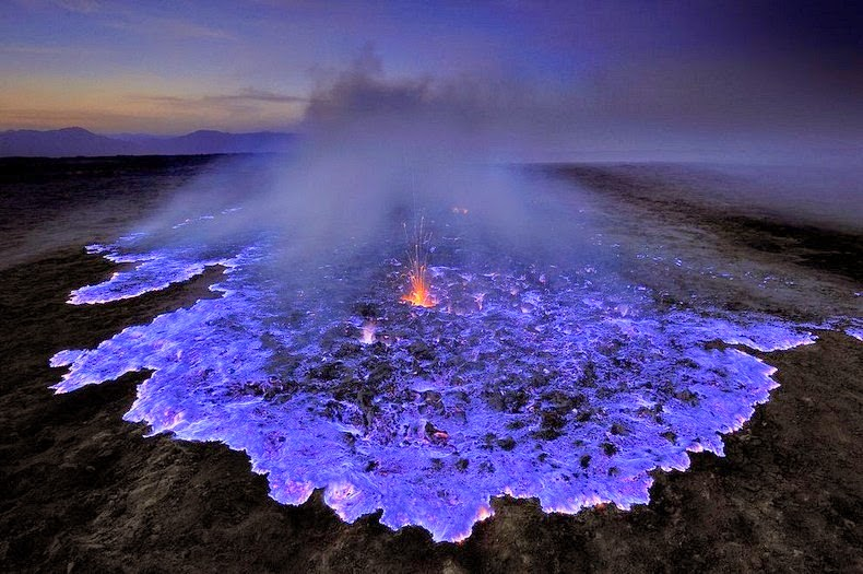 Kawah Ijen Volcano, kawah ijen, indonesia, volcanoes, blue flames, sulfur, blue lava, geology, ethiopia, fire, gases, craters, environment, geography, science,